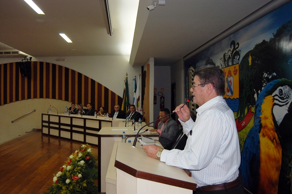 Prefeito Donato Lopes durante discurso na Câmara Municipal 01